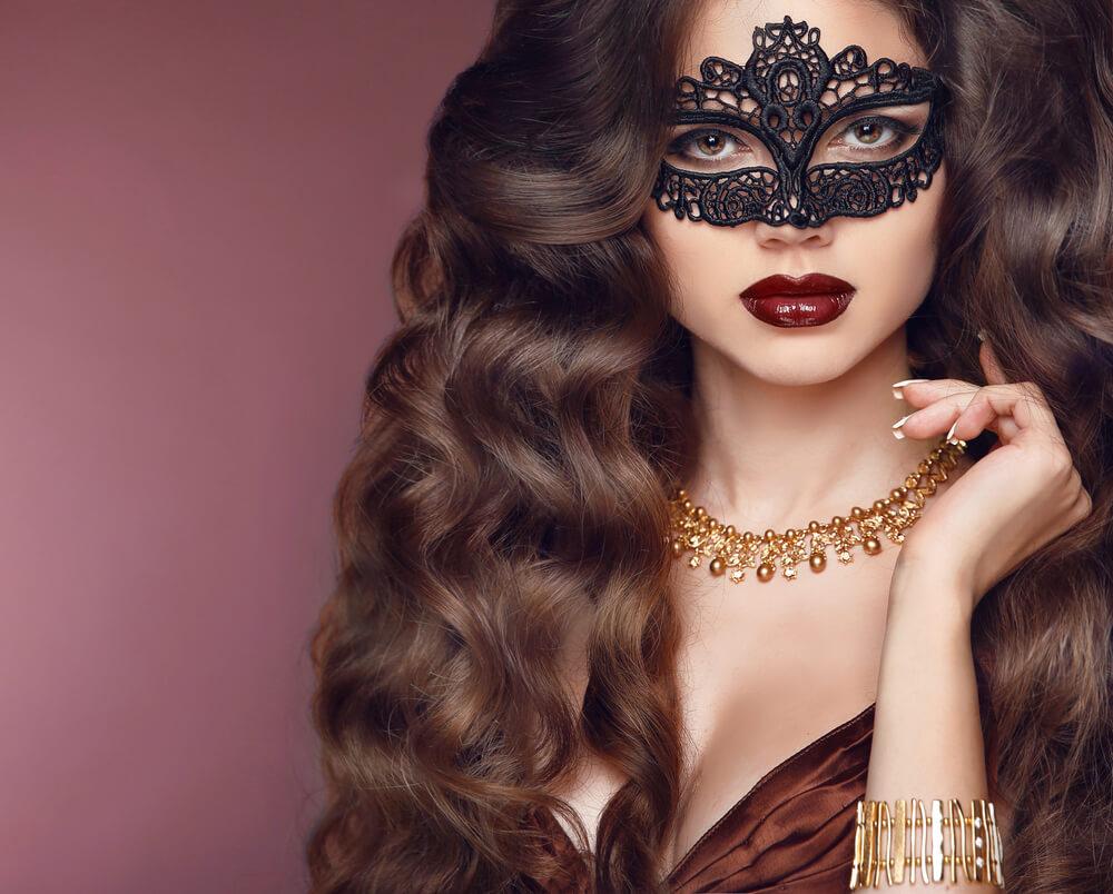マスクをつけた美しい外国人女性