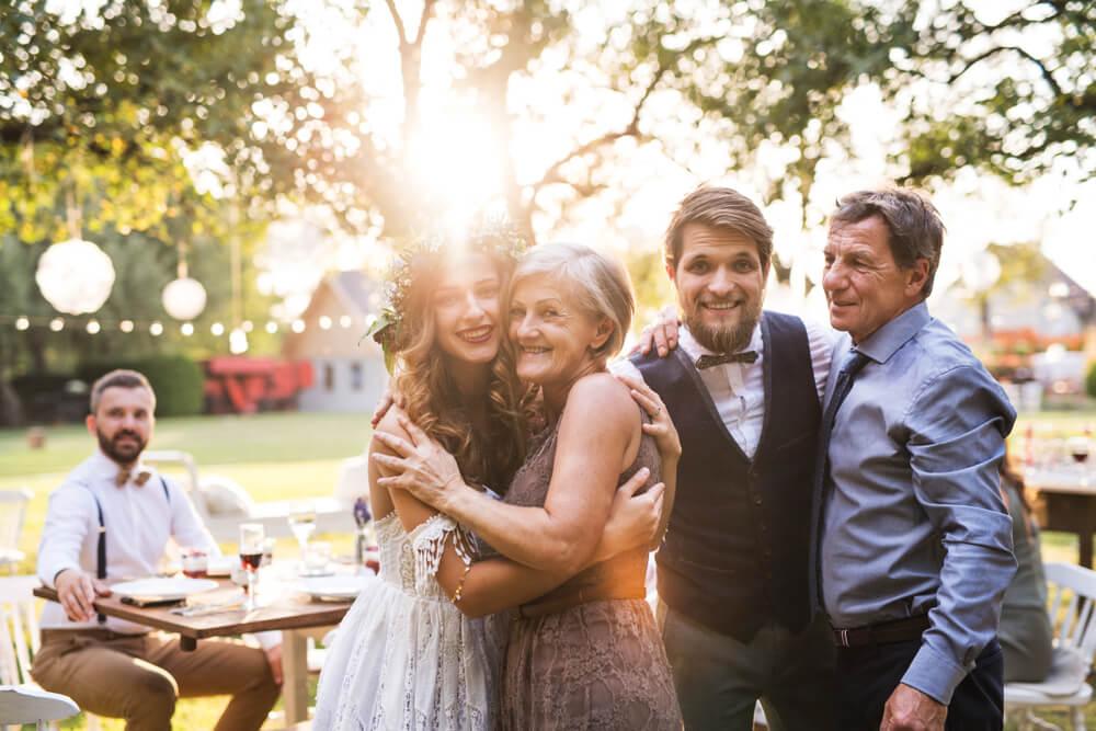 国際結婚に反対する両親を説得して、祝福してもらっている