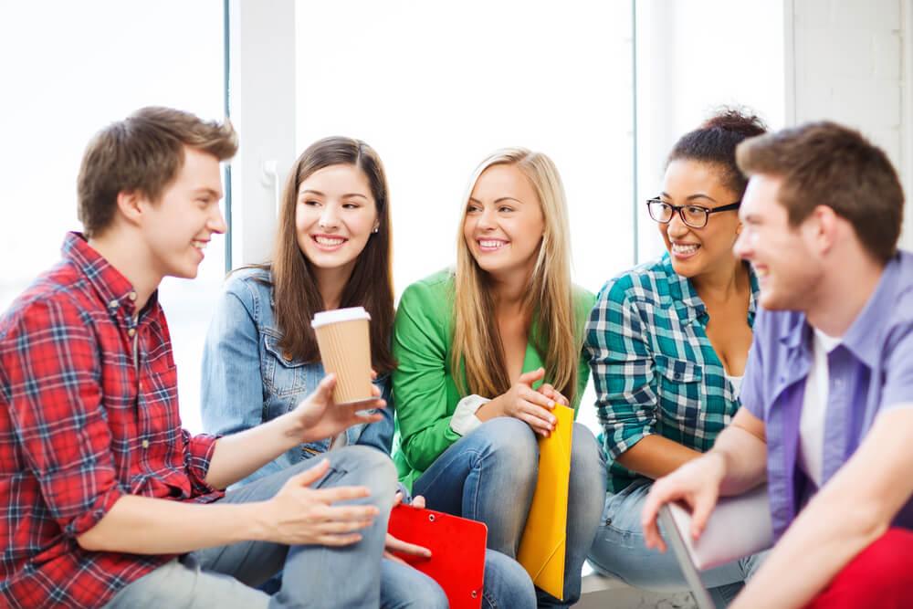 留学生として来日し、日本語学校で日本語を学習する様々な国籍の学生たち