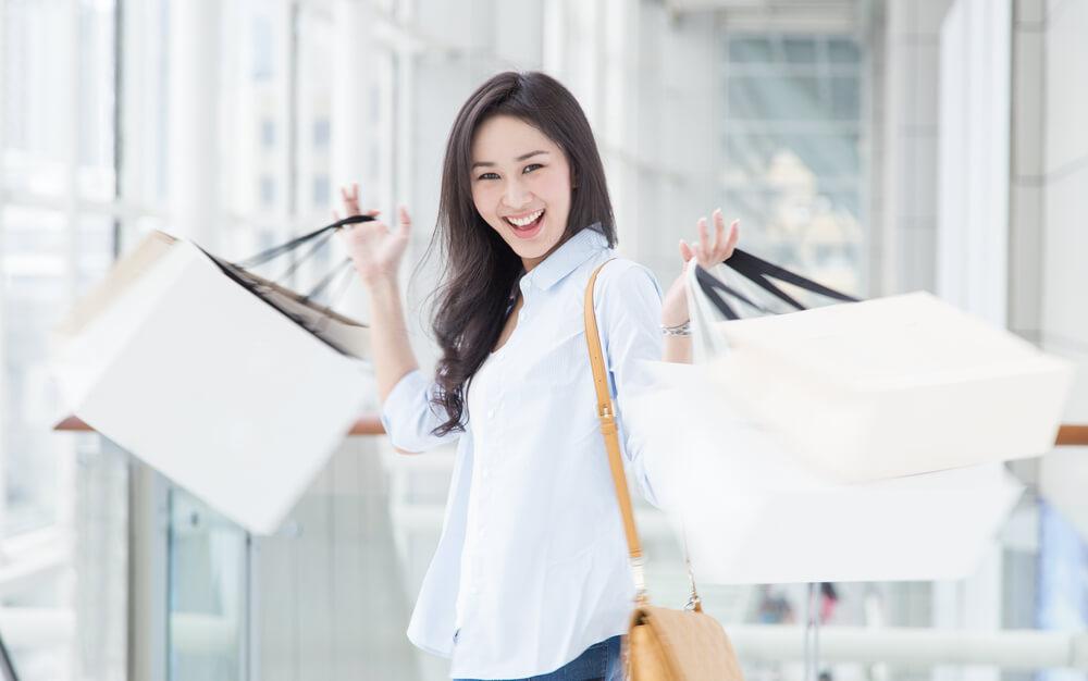 中国人妻はとにかく値引いて買い物を上手にする。たくさん買い物をした中国人女性。