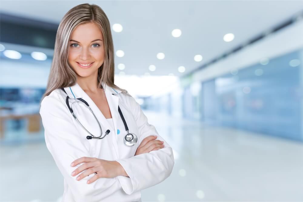 「永住権取得の要件は?」「永住ビザを取得するためには3要件必要」美しい外国人女医(永住申請中)