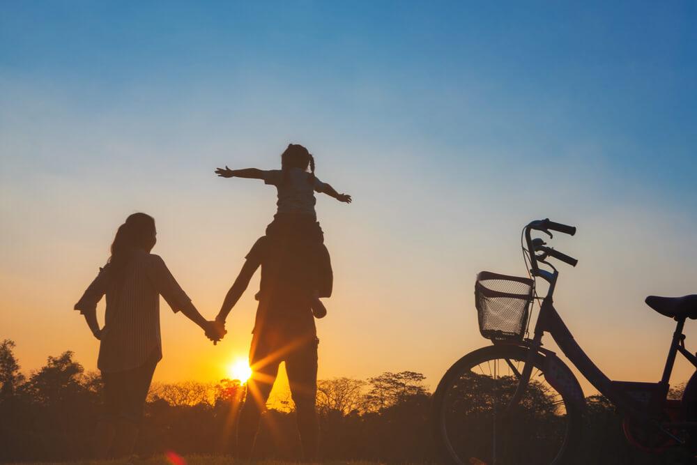 国際結婚した後の将来ビジョンを留学生に聞いたら、夕日に向かって家族で仲良く進むような家庭を築きたいといわれた