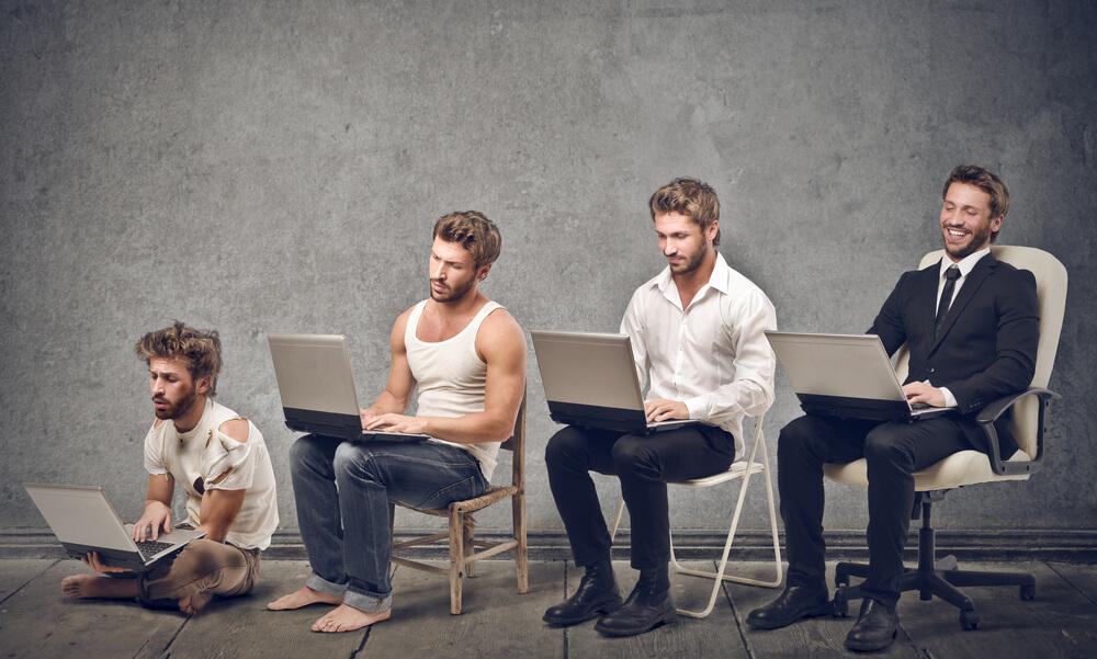 法令面から見て国際結婚に必要な年収は300蔓延。身なりの違う4人の男性
