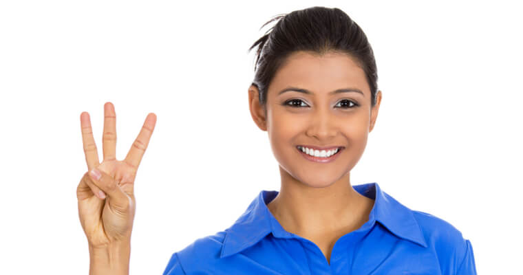 JLPT(日本語能力試験)の問題点を3つ指摘する外国人女性