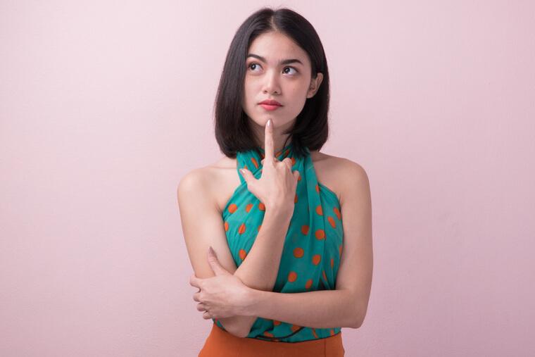 重国籍を22歳までに解消しないとどうなるの?と疑問を持つ、日本国籍と外国籍を持っている女性