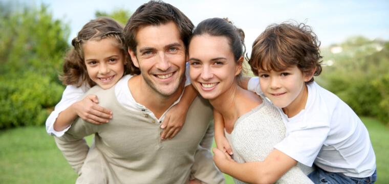 国際結婚をして重国籍の子供を産んだ外国人カップル
