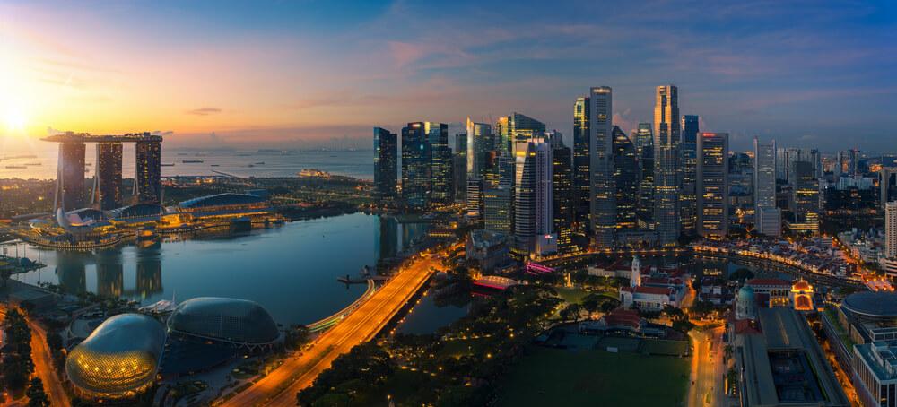 海外旅行や海外移住先として人気が高いシンガポールの夜景