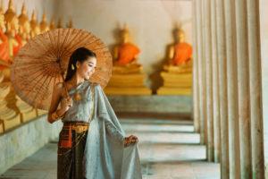 タイの民族衣装をまとった女性