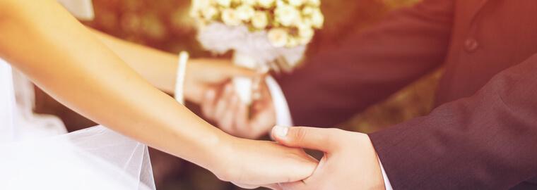 最新の国際結婚の傾向は減少トレンドだが、今後は増えると信じて国際結婚したカップル