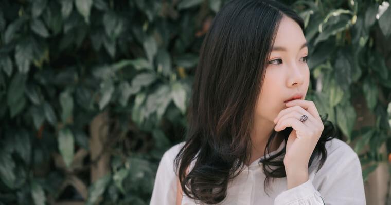 海外で業者婚して来日したが、日本語が分からず戸惑っている外国人女性