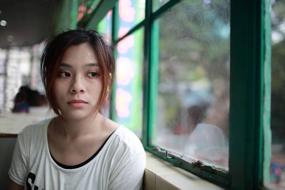 母国で貧しい生活を送り、金銭とビザを目的に、日本人との結婚を考える外国人女性