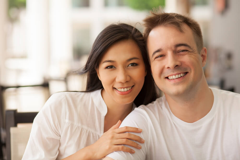 外国人男性と日本人女性の夫婦によるツーショット