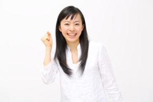 英語も外国語も話せなくても、国際結婚ができると知って、ガッツポーズする日本人女性