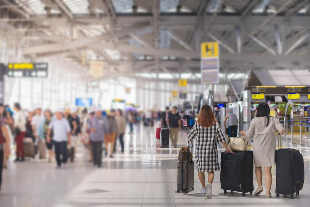 国際空港ロビー