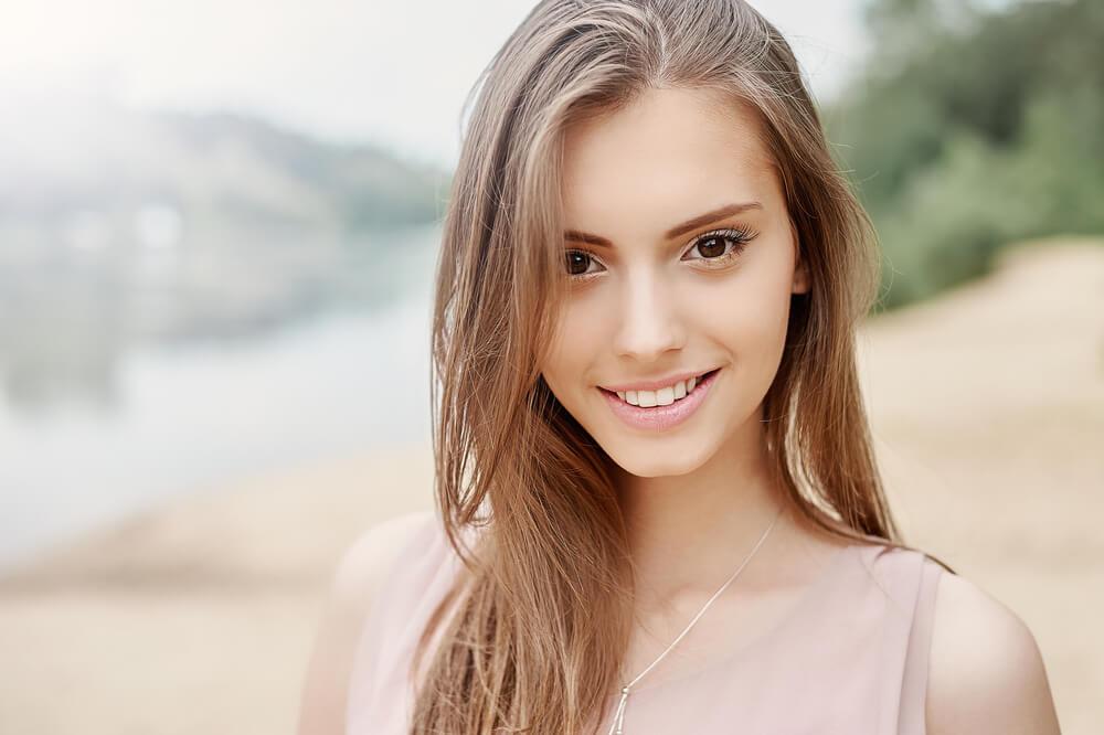 美しい外国人女性のスマイル写真