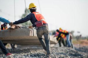 工事現場で働く外国人労働者
