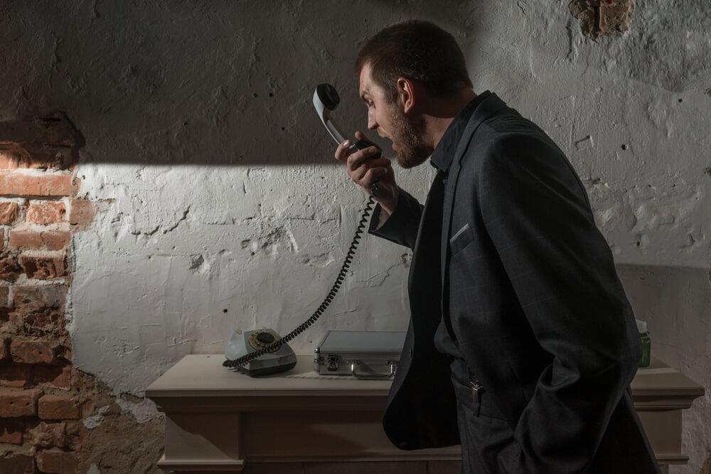 悪質な送出し機関が電話で恫喝している