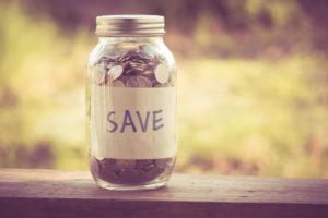 国民年金保険の支払いを上手に節約してお金をためているイメージ